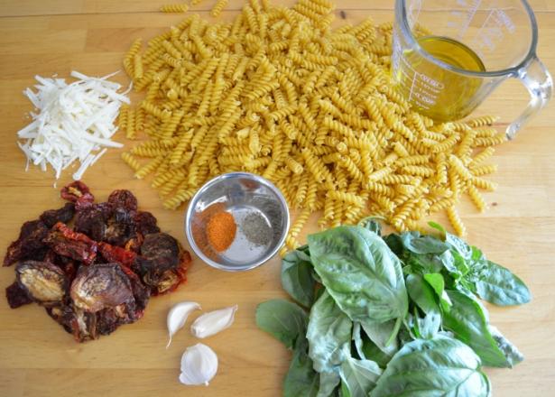 Sundried Pesto Pasta Salad | OhMyPotluck.com